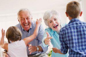 familia de abuelos acogedores